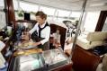 Inger lager sitt første måltid ombord_1601370859
